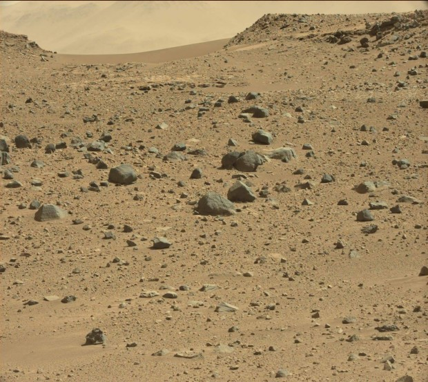 Dingo Gap, a short ways to the west of Curiosity's current position. Credit: NASA / JPL-Caltech