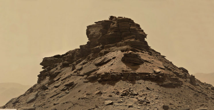 A closer view of the top of one of the buttes in Murray Buttes. Image processing by Paul Hammond. Photo Credit: NASA/JPL-Caltech/MSSS/Paul Hammond