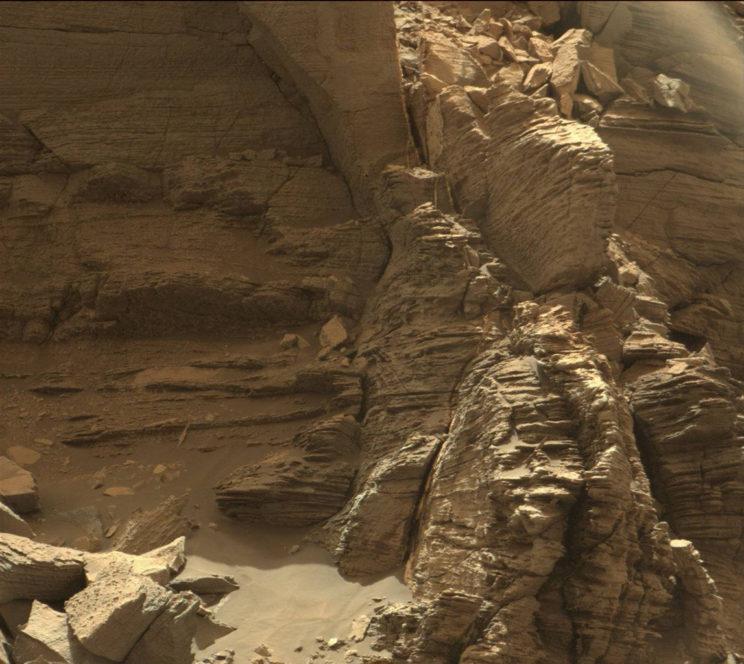 More fine layering. Photo Credit: NASA/JPL-Caltech/MSSS