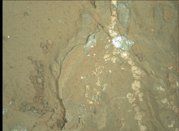 The same rock as in the first image, illuminated by the white LEDs. Credit: NASA / JPL-Caltech / MSSS