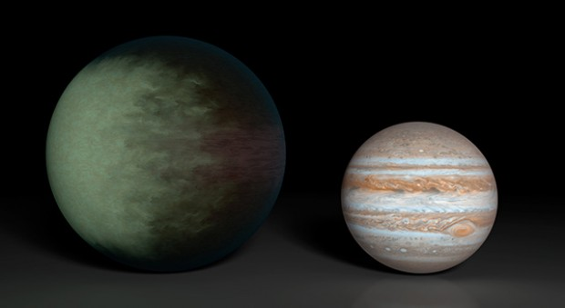 Size comparison between Kepler-7b (left) and Jupiter (right). Credit: NASA / JPL-Caltech / MIT